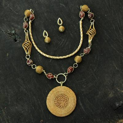 Golden grass and agate jewelry set, 'Jalapão Enchantment' - Agate and Golden Grass 2-piece jewellery Set with Gold Accen