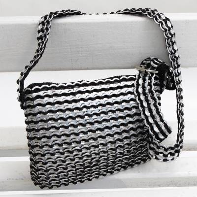 Soda pop-top shoulder bag, 'Shimmery Beauty' - Handcrafted Aluminum Soda Pop-Top Shoulder Bag