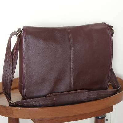 Leather messenger bag, 'Universal in Maroon' - Unisex Maroon Leather Messenger Bag from Brazil