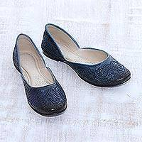 Leather jutti shoes, 'Taj Mahal Garden' - Floral Leather Jutti Shoes in Midnight from India