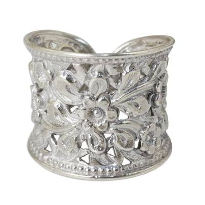 Sterling silver flower ring, 'Mae Ping Jasmine' - Floral Sterling Silver Band Ring from Thailand