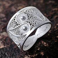 Silver filigree ring, 'Paisley Shine'