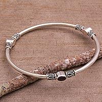 Garnet bangle bracelet, 'Harmony of Three' (large) - Sterling Silver 925 Bangle Bracelet with Garnet (Large)
