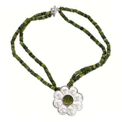 Serpentine choker, 'Spring Daisy' - Serpentine Choker with Silver Flower Pendant