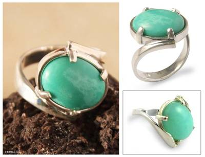 Chrysoprase cocktail ring, 'Soft Caress' - Handmade Peruvian Chrysoprase Cocktail Ring