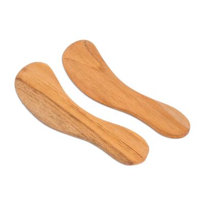 Cedar spreader knives, 'Forest Gift' (pair) - Unique Wood Serving Utensil Spreader Knives (Pair)