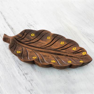 Wood catchall, 'Yellow Daisy Laurel Leaf' - Leaf Theme Catchall Tray from El Salvador