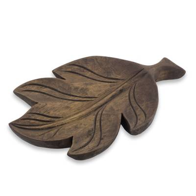 Wood catchall, 'Laurel Leaf' - Laurel Wood Catchall from El Salvador