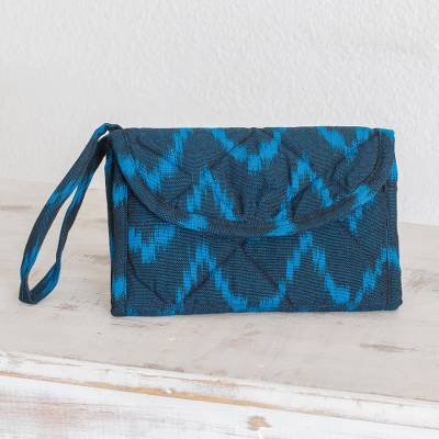 Cotton wristlet bag, 'Midnight Blue Zigzag' - Multi Pocket Hand Woven Padded Cotton Wristlet Purse