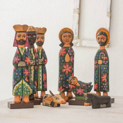 Wood nativity scene, Christmas in Antigua (9 pieces)