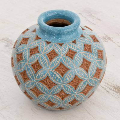 Ceramic decorative vase, Form and Texture