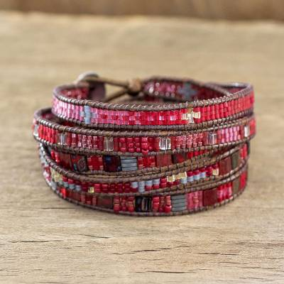 Beaded wrap bracelet, 'Solola Berries' - Handmade Glass Bead Wrap Bracelet
