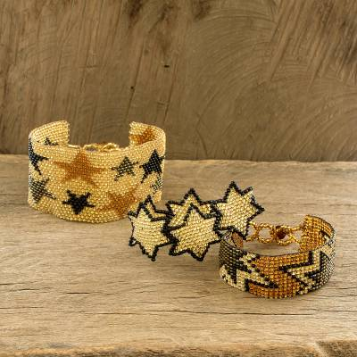 Beaded wristband friendship bracelets, 'Stars in Gold and Black' (set of 3) - Star-Themed Beaded Wristband Friendship Bracelets (Set of 3)