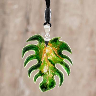 Art glass pendant necklace, 'Monstera Leaf' - Art Glass Leaf Adjustable Pendant Necklace from Costa Rica