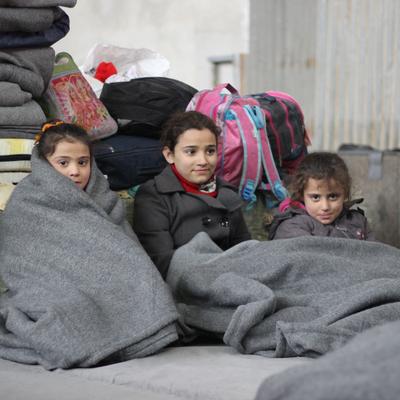 Warm blankets for five children 8a4b06dee