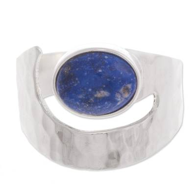 Lapis lazuli cocktail ring, 'Balance' - Lapis Lazuli And Hammered 925 Silver Ring Peru