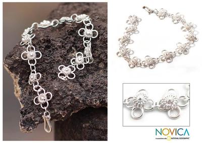 Sterling silver link bracelet, 'Daisy Chain' - Handcrafted Floral Sterling Silver Link Bracelet