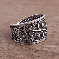 Silver filigree ring, 'Dark Paisley'