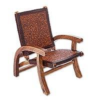 Tornillo wood and leather folding chair, 'Colonial Honey' - Handcrafted Colonial Leather Wood Chair