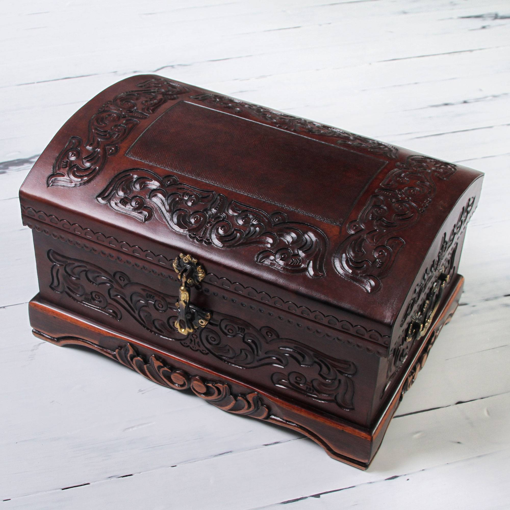 Chest Colonial Leather Jewelry Box