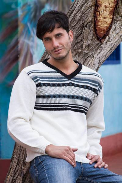 Men's 100% alpaca sweater, 'Tireless Wanderer' - Men's White Alpaca Pullover Sweater from Peru