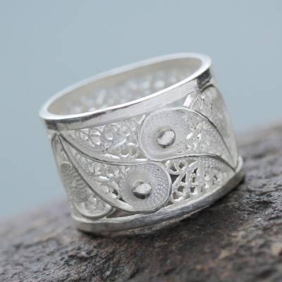 Silver filigree ring, 'Yin Yang Glow' - Handcrafted oxidised Sterling Silver Filigree Ring