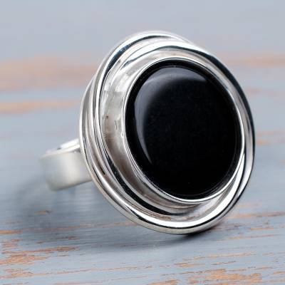 Onyx cocktail ring, 'Spectacular in Black' - Peruvian Textured Silver and Onyx Statement Ring