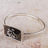 Sterling silver flower bracelet,