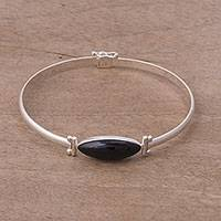 Onyx pendant bracelet, 'Fantastic Eye' - Black Onyx and Sterling Silver Pendant Bracelet from Peru