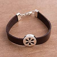 Sterling silver pendant wristband bracelet, 'Modern Daisy' - Sterling Silver Flower Pendant Leather Wristband Bracelet