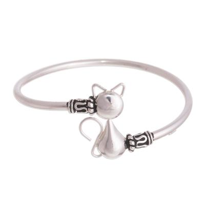 Sterling silver pendant bracelet, 'Delightful Cat' - Cat-Themed Sterling Silver Pendant Bracelet from Peru