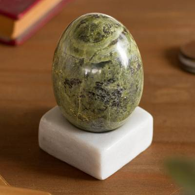 Serpentine gemstone figurine, 'Cute Egg' - Egg-Shaped Serpentine Gemstone Figurine from Peru