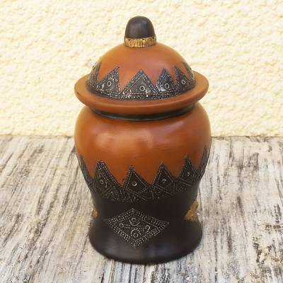 Wood decorative pot with lid, Now I See