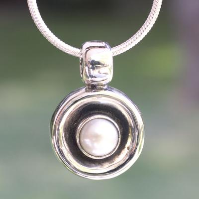 Pearl pendant necklace, 'Magic' - Unique Taxco Silver and White Pearl Pendant Necklace