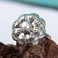 Cultured pearl flower ring, 'Majestic Blossom' - Handcrafted Taxco Sterling Silver and Pearl Flower Ring