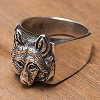 Men's sterling silver cocktail ring, 'Wolf Gaze' - Men's Handcrafted Sterling Silver Wolf Head Cocktail Ring