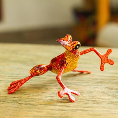 Wood alebrije sculpture, Lithe Tree Frog