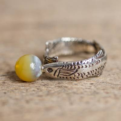 Agate band ring, 'Bubble Fish' - Natural Agate Fish Band Ring Crafted in Peru