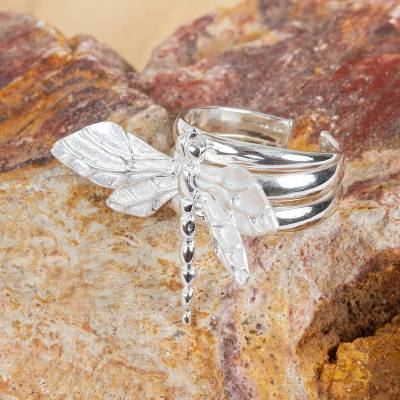 Sterling silver cocktail ring, 'Resting Dragonfly' - Sterling Silver Dragonfly Cocktail Ring from Mexico