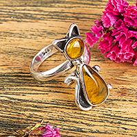 Amber cocktail ring, 'Ancient Feline' - Natural Amber Cat Cocktail Ring Crafted in Mexico