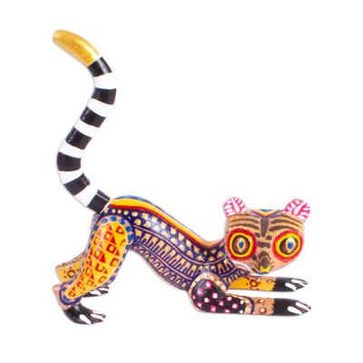 Wood alebrije sculpture, 'Wide-Eyed Lemur' - Hand Crafted Lemur Alebrije Figurine