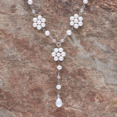 Pearl flower necklace, 'Dew-Kissed' - Pearl Y Necklace Handmade in Thailand
