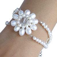Pearl floral bracelet, 'White Chrysanthemum' - Pearl floral bracelet