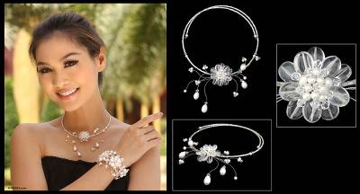 Pearl and quartz flower necklace, 'Iridescent Bloom' - Pearl and Quartz Bridal Choker