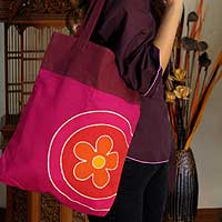 Cotton handbag, 'Daisy Charms' - Floral Pink Cotton Shoulder Bag from Thailand