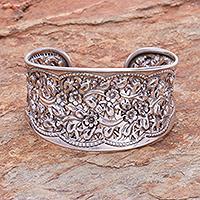 Sterling silver cuff bracelet, 'Wild Daisies' - Women's Floral Sterling Silver Cuff Bracelet