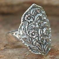 Sterling silver flower ring, 'Floral Honor' - Hand Made Floral Sterling Silver Cocktail Ring