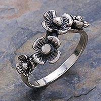 Sterling silver flower ring, 'Daisy Quartet' - Artisan Crafted Floral Sterling Silver Band Ring