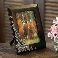 Mango wood and pewter photo frame, 'Summer Clover' (4x6)