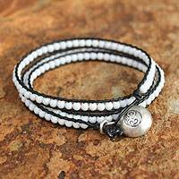 Agate wrap bracelet, 'Love's Purity' - Leather and Beaded Agate Bracelet